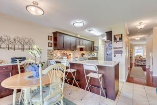 """Photo 8: 2 5201 OAKMOUNT Crescent in Burnaby: Oaklands Townhouse for sale in """"HARLANDS"""" (Burnaby South)  : MLS®# R2161248"""