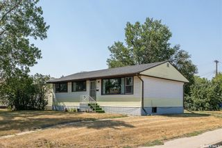 Photo 1: 1301 N Avenue South in Saskatoon: Holiday Park Residential for sale : MLS®# SK870515