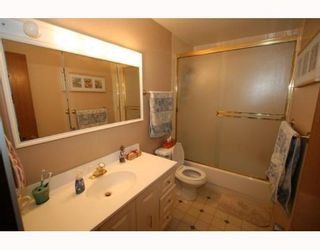 Photo 11: 619 72 Avenue NW in CALGARY: Huntington Hills Residential Detached Single Family for sale (Calgary)  : MLS®# C3377843