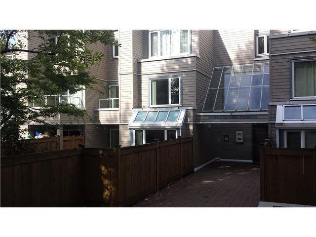 Main Photo: 105 5025 SANDERS STREET in : Forest Glen BS Townhouse for sale : MLS®# V1088242