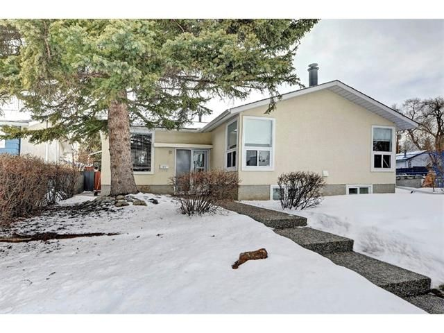 Main Photo: 6415 LONGMOOR Way SW in Calgary: Lakeview House for sale : MLS®# C4102401