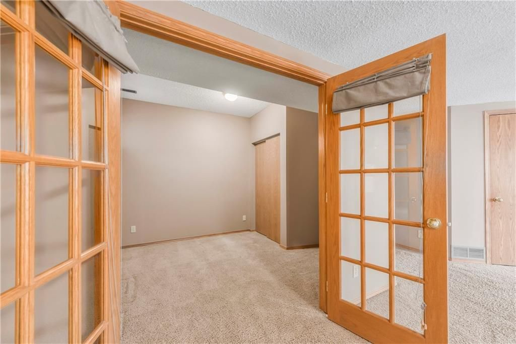 Photo 29: Photos: 2603 SIGNAL RIDGE View SW in Calgary: Signal Hill House for sale : MLS®# C4177922