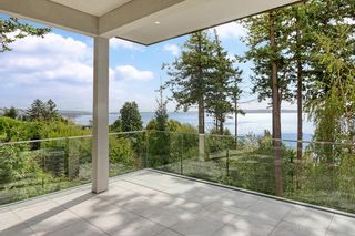 """Photo 17: 14230 WHEATLEY Avenue: White Rock House for sale in """"West Side White Rock Beaches"""" (South Surrey White Rock)  : MLS®# R2607869"""