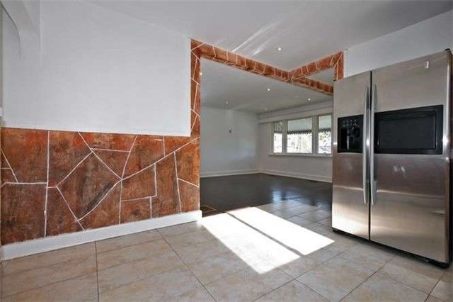 Photo 6: Photos: Main 50 S Wilson Road in Oshawa: Central House (Bungalow) for lease : MLS®# E3980743