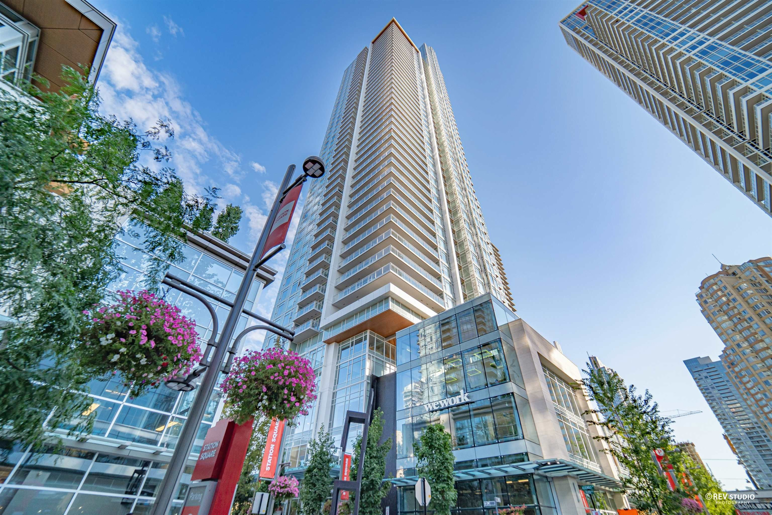 Main Photo: 2505 4670 ASSEMBLY Way in Burnaby: Metrotown Condo for sale (Burnaby South)  : MLS®# R2613817