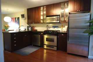 """Photo 4: 162 W 1ST Street in North Vancouver: Lower Lonsdale Townhouse for sale in """"ONE PARK LANE"""" : MLS®# R2024415"""