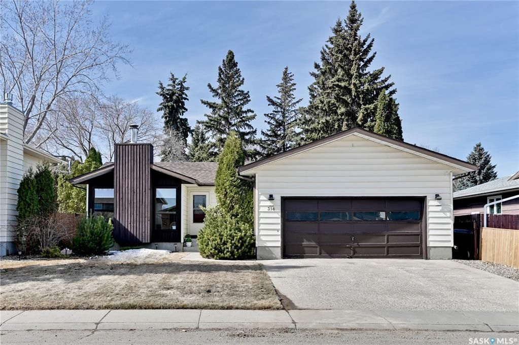 Main Photo: 318 OBrien Crescent in Saskatoon: Silverwood Heights Residential for sale : MLS®# SK847152
