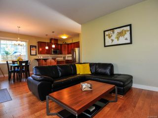 Photo 3: 12 2112 CUMBERLAND ROAD in COURTENAY: CV Courtenay City Row/Townhouse for sale (Comox Valley)  : MLS®# 781680