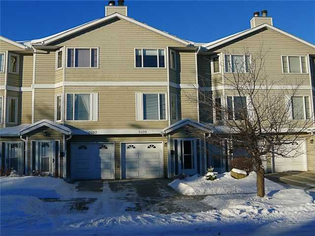 Main Photo: 1409 1 Street NE in Calgary: Crescent Heights Townhouse for sale : MLS®# C3648539