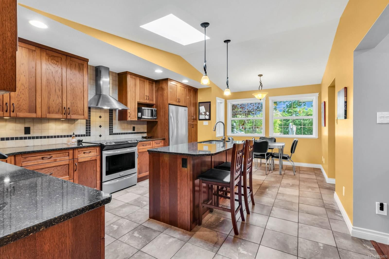 Photo 13: Photos: 375 Butchers Rd in : CV Comox (Town of) House for sale (Comox Valley)  : MLS®# 882495