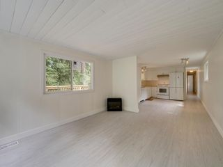Photo 12: 17 240 HARRY Road in Gibsons: Gibsons & Area Manufactured Home for sale (Sunshine Coast)  : MLS®# R2588608