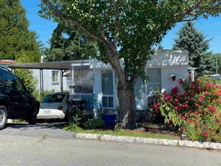 """Photo 1: 105 8220 KING GEORGE Boulevard in Surrey: Bear Creek Green Timbers Manufactured Home for sale in """"CRESTWAY BAYS"""" : MLS®# R2596565"""
