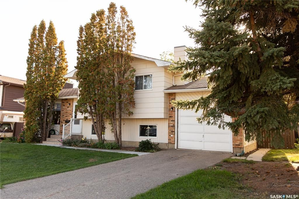 Main Photo: 143 J.J. Thiessen Crescent in Saskatoon: Silverwood Heights Residential for sale : MLS®# SK871259