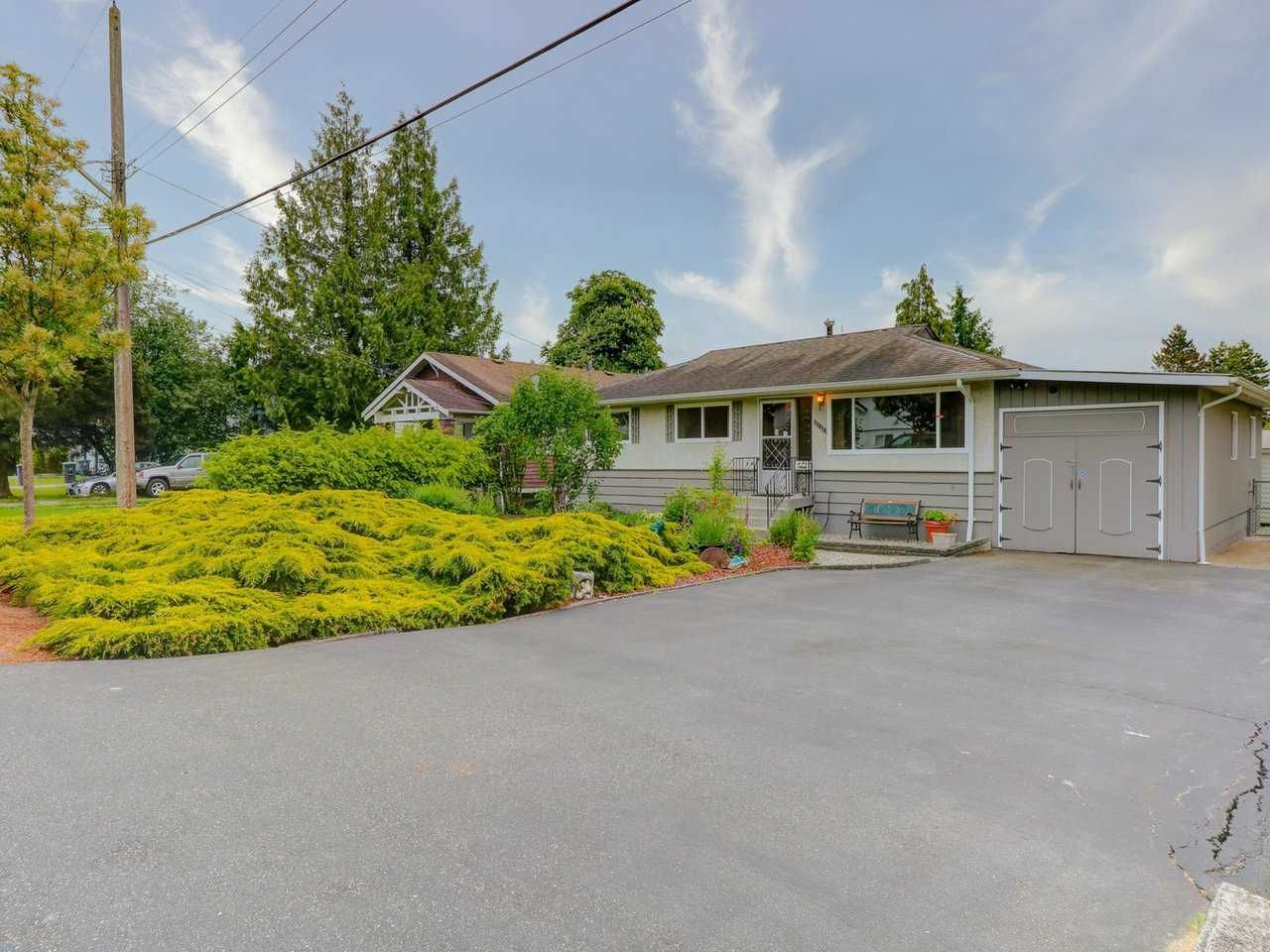 Main Photo: 17818 59A Avenue in Surrey: Cloverdale BC House for sale (Cloverdale)  : MLS®# R2563706