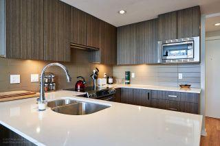 """Photo 3: 505 125 COLUMBIA Street in New Westminster: Downtown NW Condo for sale in """"NORTHBANK"""" : MLS®# R2158737"""