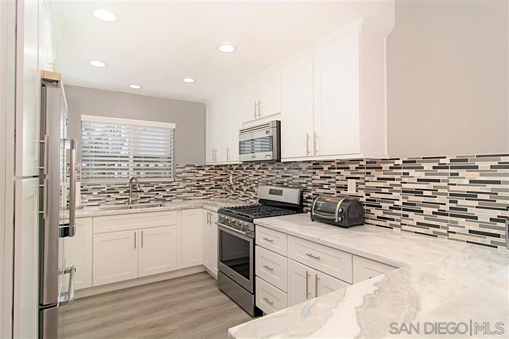 Main Photo: PACIFIC BEACH Townhouse for sale : 3 bedrooms : 1162 Pacific Beach Dr in San Diego