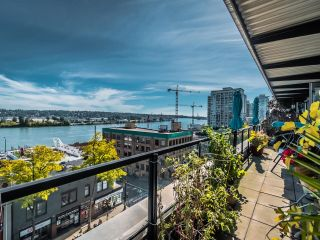 """Photo 2: 506 549 COLUMBIA Street in New Westminster: Downtown NW Condo for sale in """"C2C"""" : MLS®# R2620183"""
