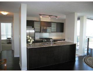 """Photo 6: 903 7555 ALDERBRIDGE Way in Richmond: Brighouse Condo for sale in """"OCEAN WALK"""" : MLS®# V672683"""