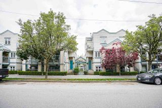 "Photo 3: 306 629 W 7TH Avenue in Vancouver: Fairview VW Townhouse for sale in ""THE COURTYARDS"" (Vancouver West)  : MLS®# R2573974"