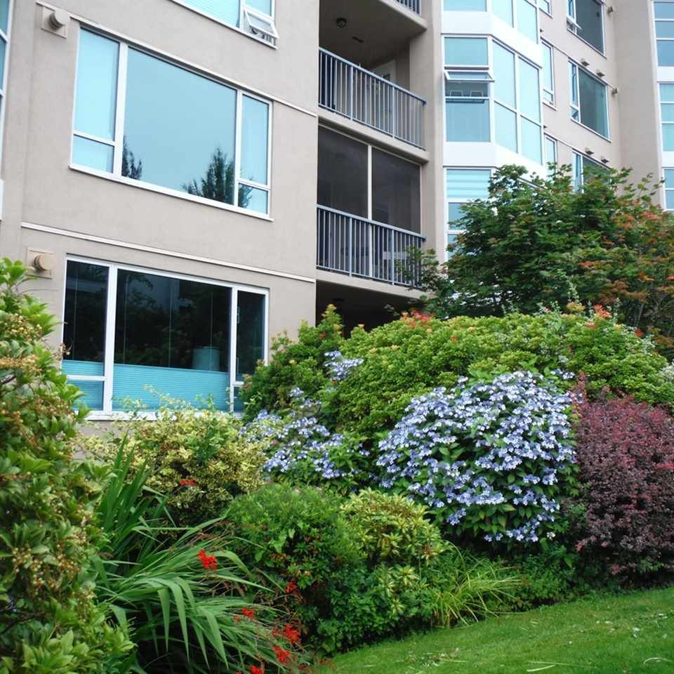 """Photo 3: Photos: 806 12148 224 Street in Maple Ridge: East Central Condo for sale in """"PANORAMA"""" : MLS®# R2285555"""