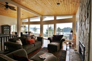 Photo 8: 4653 EDGECOMBE Road in Madeira Park: Pender Harbour Egmont House for sale (Sunshine Coast)  : MLS®# R2038632
