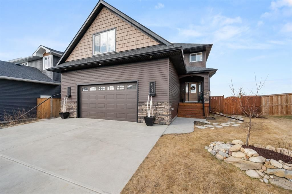 Main Photo: 654 West Highland Crescent: Carstairs Detached for sale : MLS®# A1093156