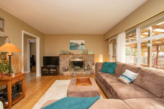 Photo 2: 2125 FLORALYNN Crescent in North Vancouver: Westlynn House for sale : MLS®# R2360000