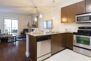 Photo 2: 202 2484 WILSON AVENUE in Port Coquitlam: Central Pt Coquitlam Condo for sale : MLS®# R2241018