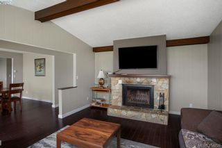 Photo 4: 9360 Lochside Dr in SIDNEY: Si Sidney South-East House for sale (Sidney)  : MLS®# 825690