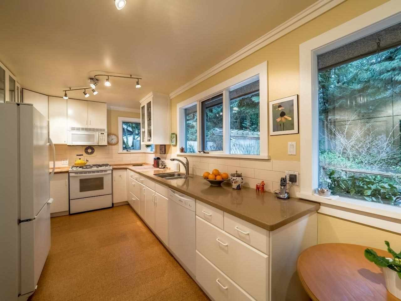 Photo 6: Photos: 3322 WAYNE Drive in North Vancouver: Delbrook House for sale : MLS®# R2045446