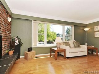 Photo 4: 995 Lucas Ave in VICTORIA: SE Lake Hill House for sale (Saanich East)  : MLS®# 639712