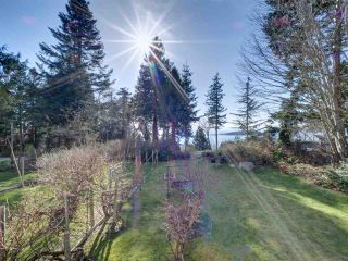 """Photo 2: 8089 REDROOFFS Road in Halfmoon Bay: Halfmn Bay Secret Cv Redroofs House for sale in """"WELCOME WOODS"""" (Sunshine Coast)  : MLS®# R2563771"""