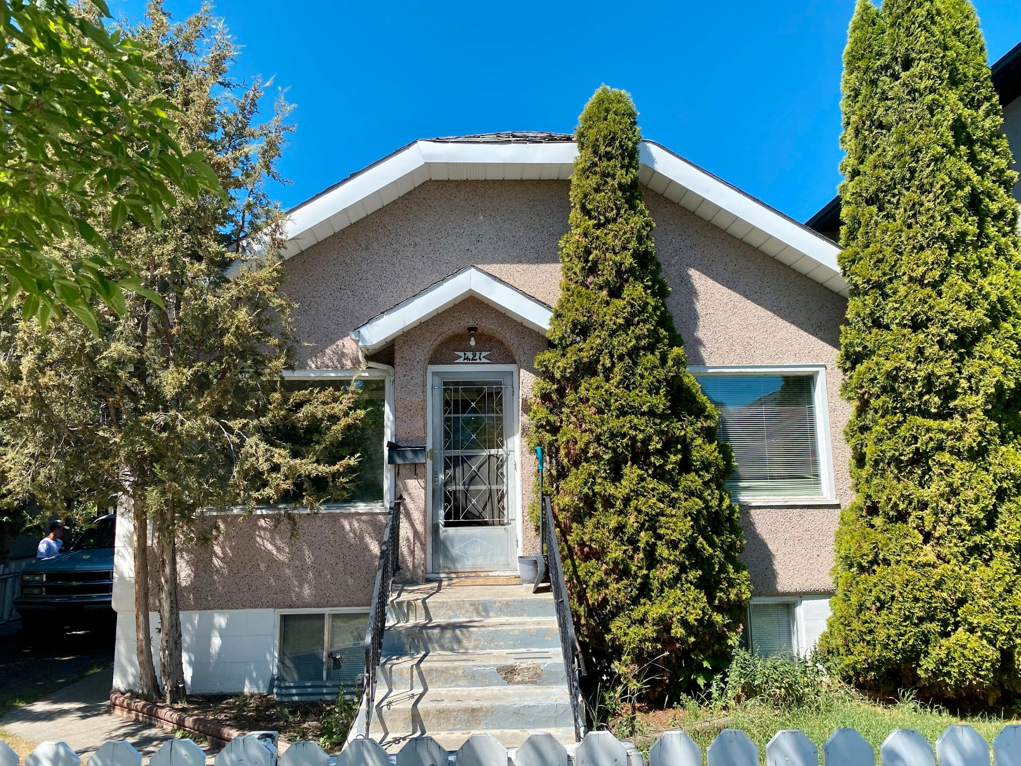 Main Photo: 421 7A Street NE in Calgary: Detached for sale