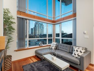 Photo 2: 329 10 RENAISSANCE SQUARE in New Westminster: Quay Condo for sale : MLS®# R2330423