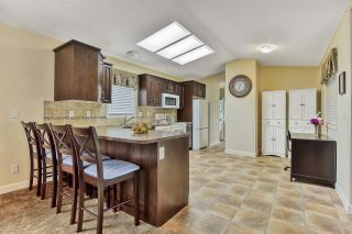 """Photo 6: 51 2120 KING GEORGE Boulevard in Surrey: King George Corridor Manufactured Home for sale in """"Five Oaks"""" (South Surrey White Rock)  : MLS®# R2454981"""