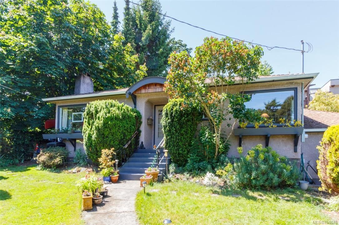 Main Photo: 1 752 Lampson St in Esquimalt: Es Rockheights House for sale : MLS®# 761678