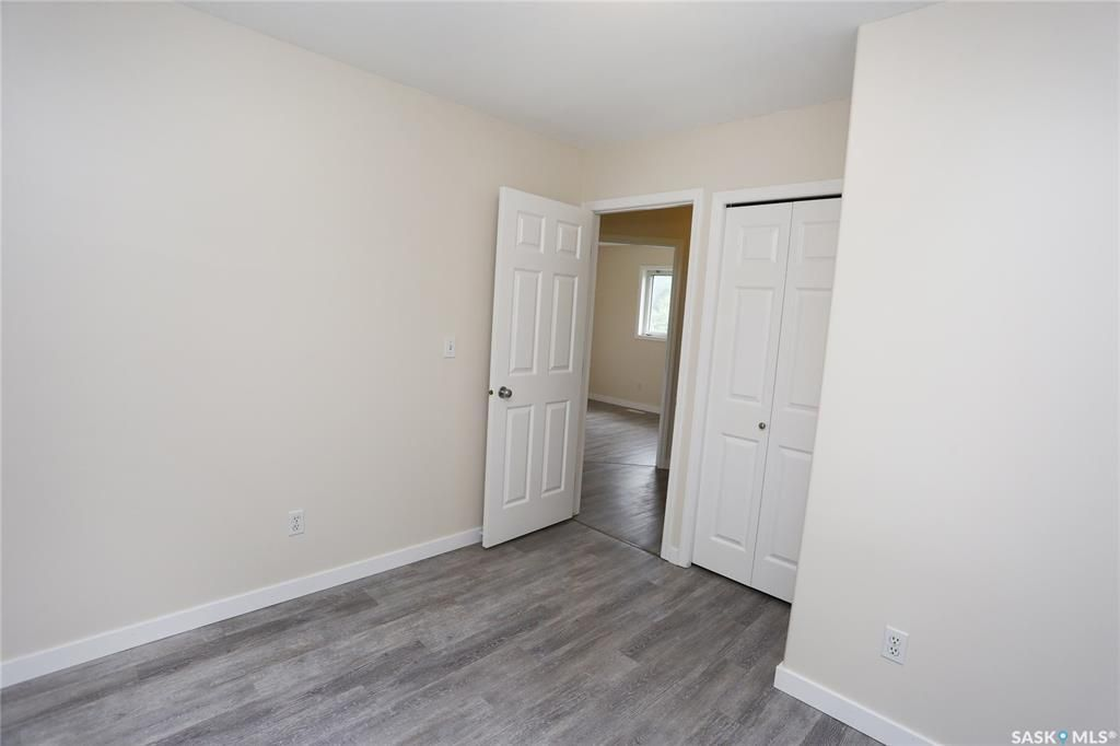 Photo 27: Photos: 131B 113th Street West in Saskatoon: Sutherland Residential for sale : MLS®# SK778904