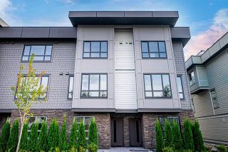 Photo 3: 2 19670 55A Avenue in Langley: Langley City Townhouse for sale : MLS®# R2409382