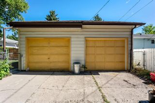 Photo 34: 21 WHITE OAK Crescent SW in Calgary: Wildwood Detached for sale : MLS®# A1026011