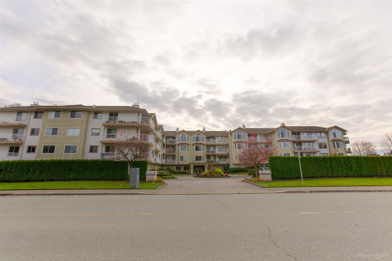 "Main Photo: 108 20600 53A Avenue in Langley: Langley City Condo for sale in ""RIVERGLEN ESTATE"" : MLS®# R2419379"