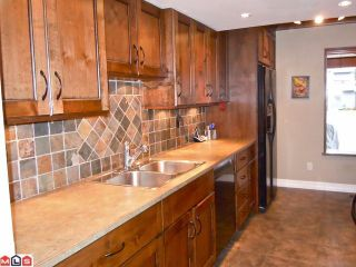 Photo 3: 15832 MCBETH Road in Surrey: King George Corridor Townhouse for sale (South Surrey White Rock)  : MLS®# F1109994