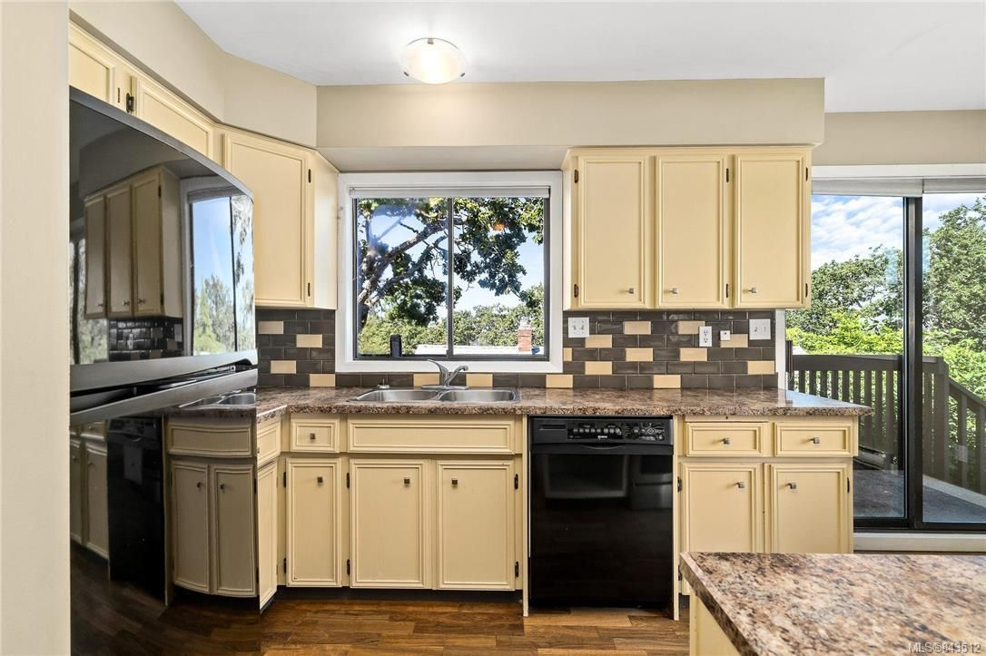 Photo 16: Photos: 950 Easter Rd in Saanich: SE Quadra House for sale (Saanich East)  : MLS®# 843512