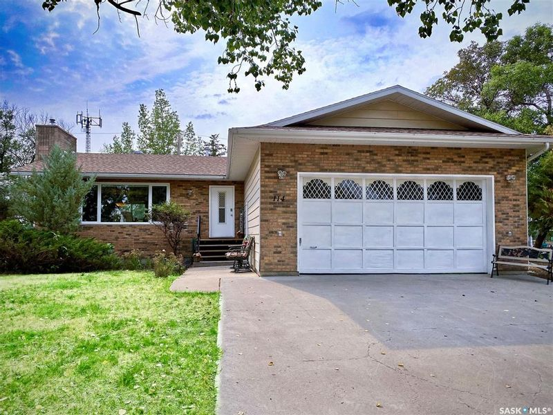 FEATURED LISTING: 114 2nd Street East Milden