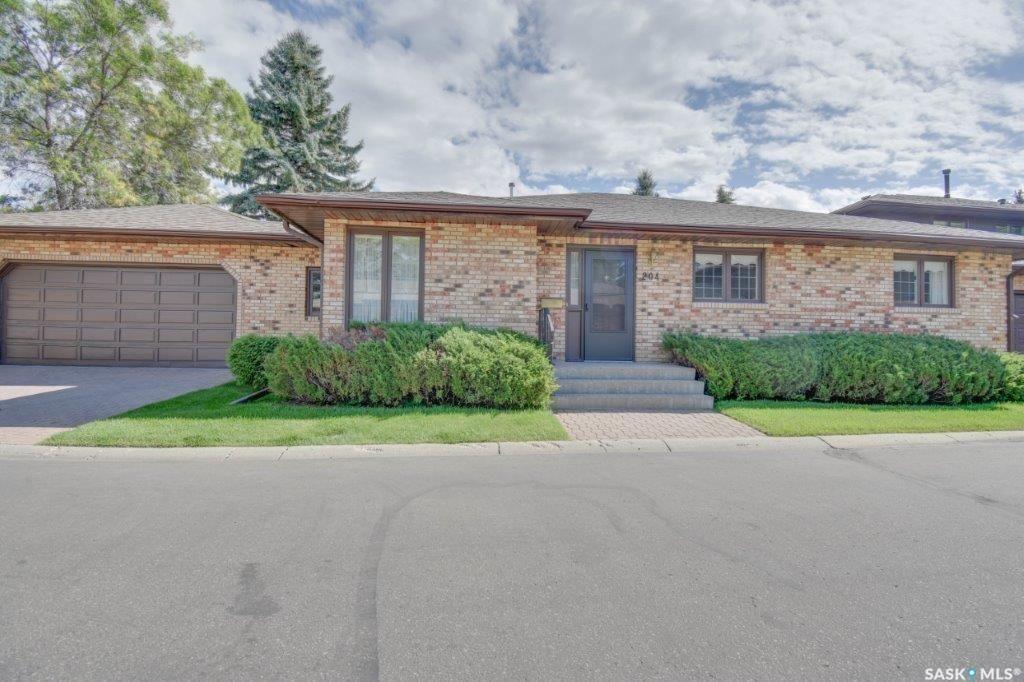 Main Photo: 204 415 Heritage Estates in Saskatoon: Wildwood Residential for sale : MLS®# SK870805