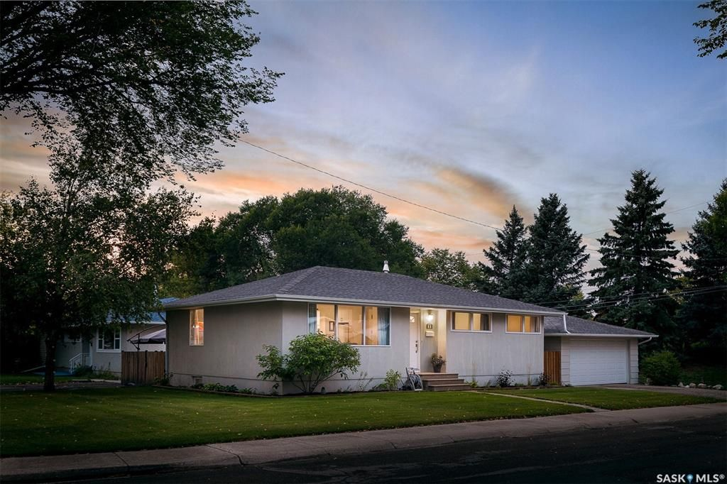 Main Photo: 11 Ling Street in Saskatoon: Greystone Heights Residential for sale : MLS®# SK873854