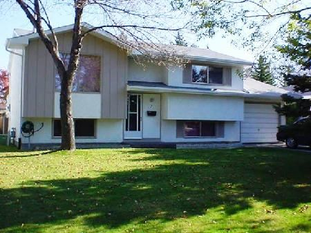 Main Photo: 7 Tyrone Bay: Residential for sale (St. Vital)