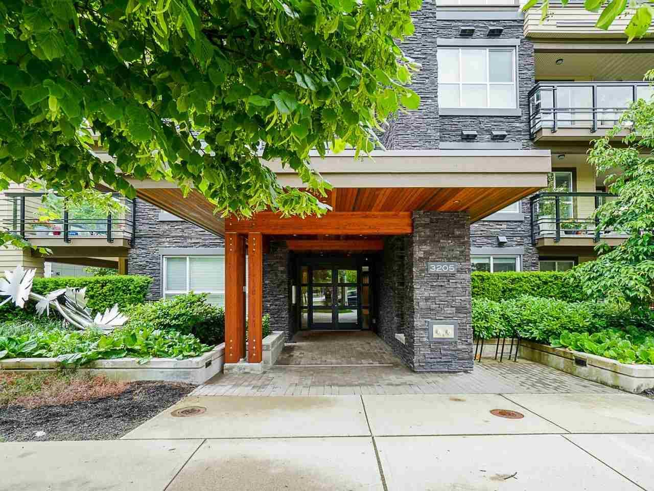 "Photo 3: Photos: 302 3205 MOUNTAIN Highway in North Vancouver: Lynn Valley Condo for sale in ""Mill House"" : MLS®# R2464769"