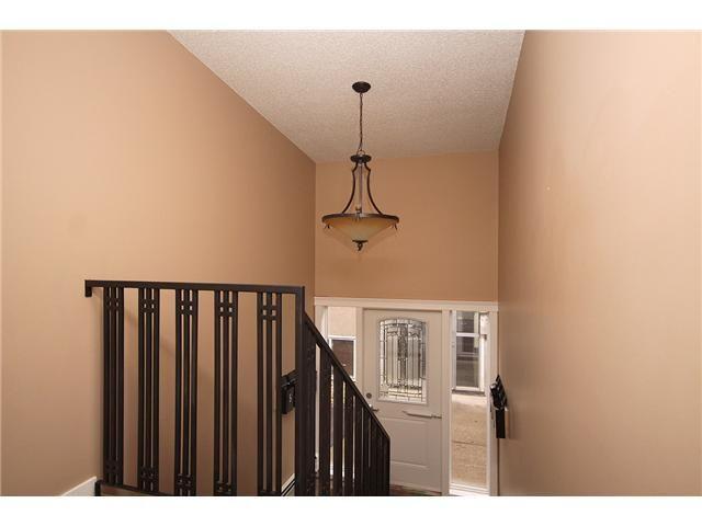 Photo 3: Photos: 1 605 67 Avenue SW in CALGARY: Kingsland Condo for sale (Calgary)  : MLS®# C3424392
