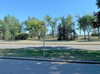 Photo 2: 1650 Westmount Boulevard NW in Calgary: Hillhurst Semi Detached for sale : MLS®# A1153535