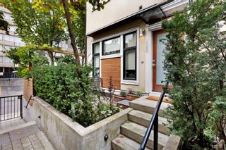 Photo 2: 1080 NICOLA STREET in Vancouver: West End VW Townhouse for sale (Vancouver West)  : MLS®# R2622492